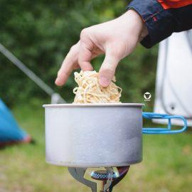 Pinscher Buddy, Buddy and Me, Camping mit Hund, Südholland, Hellevoetsluis, Weergors, Zelten, Nordsee, Campingkocher, Campingmahlzeit